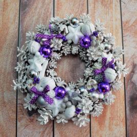 Wianek białe szyszki fiolet
