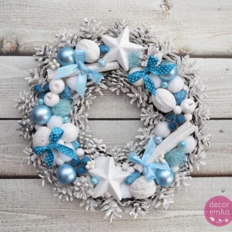 wianek świąteczny białe szyszki błękit