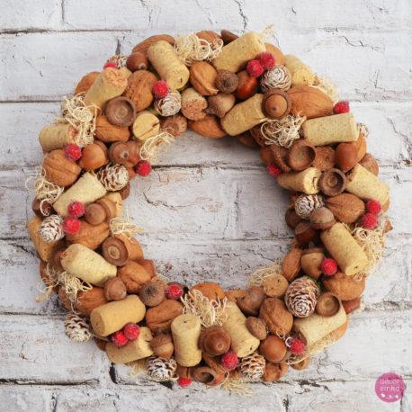 wianek z korków świąteczny