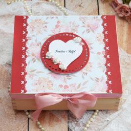 Niezbędnik małżeński – bordo z różem